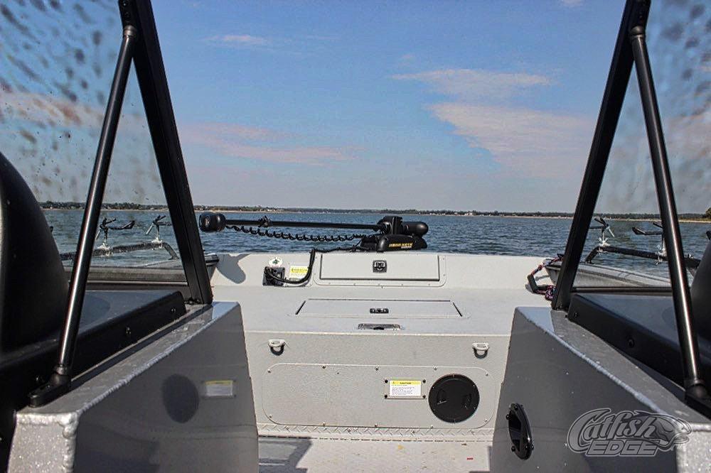 seaark procat 240 walk through windshield  walk through windshield
